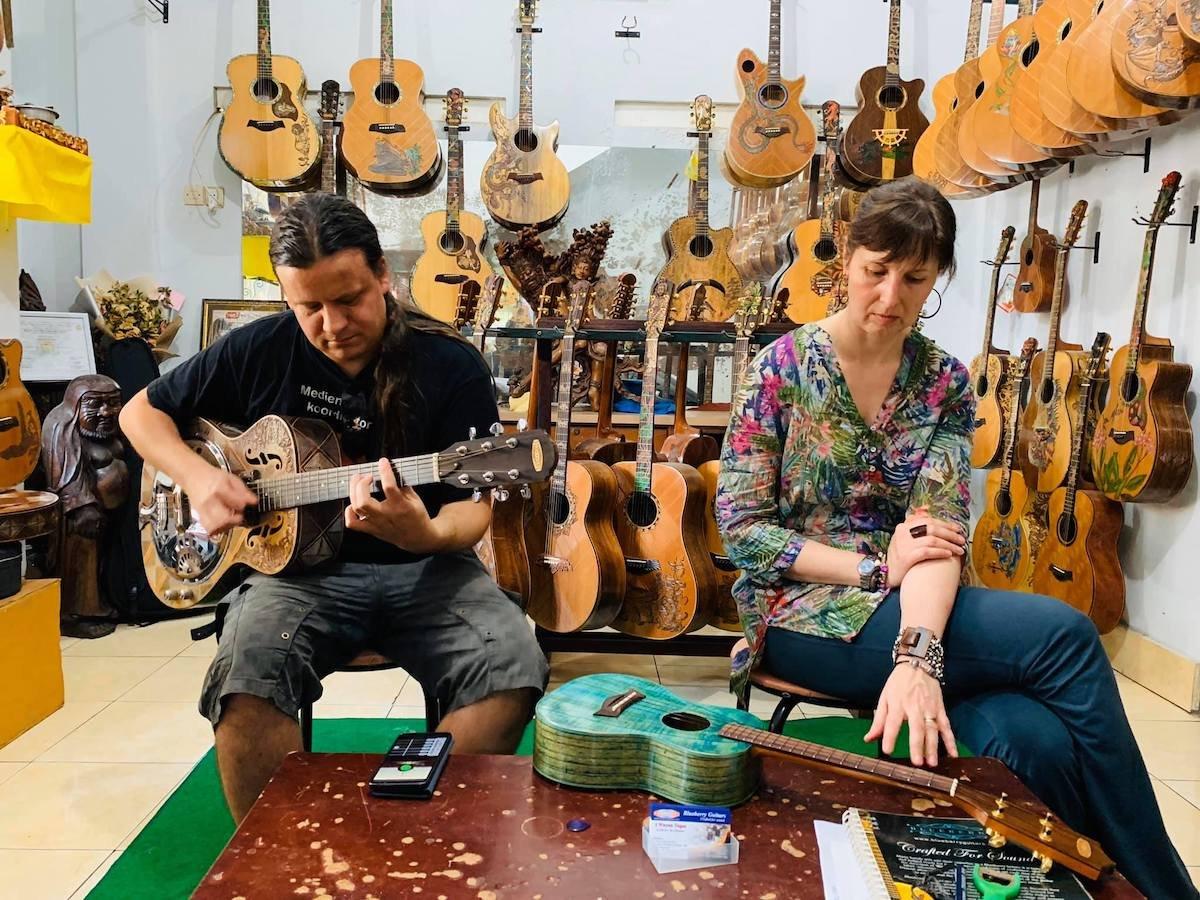 Roddy-und-Gnomette-bei-Blueberryguitars-c-Wayan-Tuges