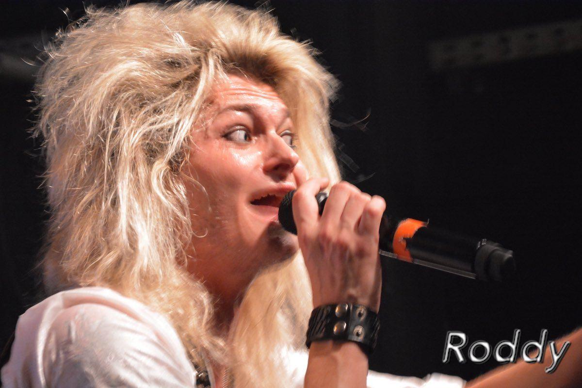 Kissin-Dynamite-c-Roddy-McCorley-18