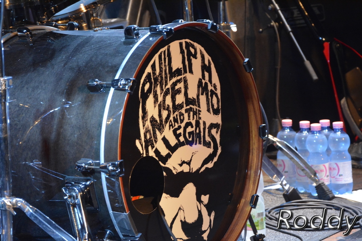 Philip-H-Anselmo-The-Illegals-c-Roddy-McCorley-01